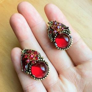 Vintage red ornate gold tone clip on earrings
